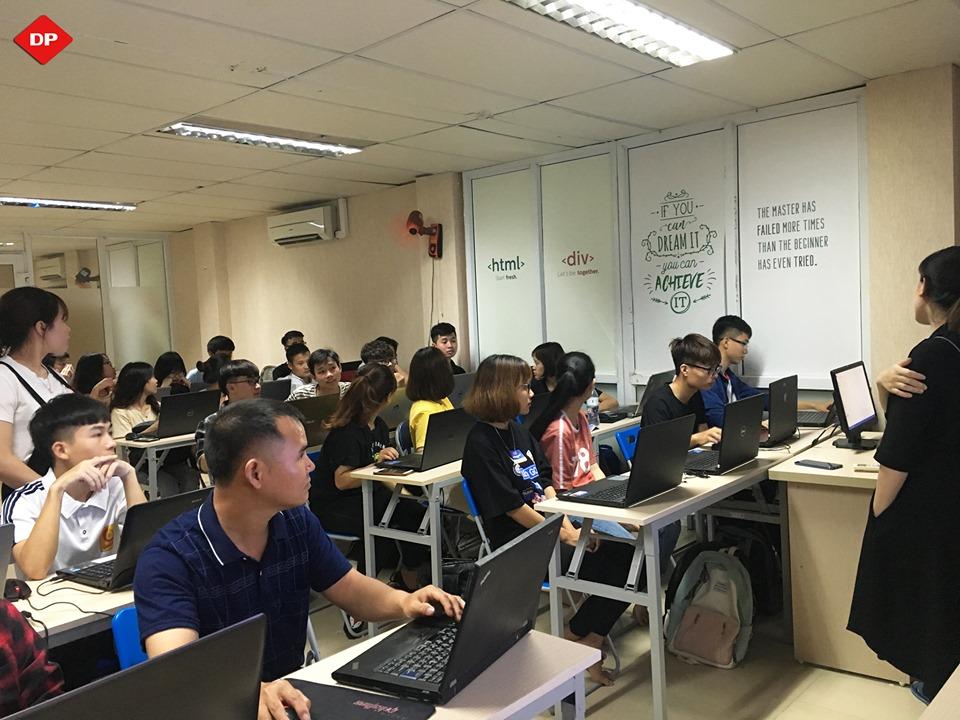 Sinh viên công nghệ thông tin nên học tiếng Anh giao tiếp như thế nào?